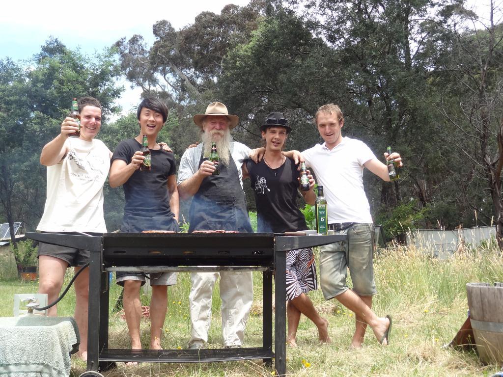 Barbecue international le jour de Noel, Australien, Belge, Anglais, Sud Coreen, Francais