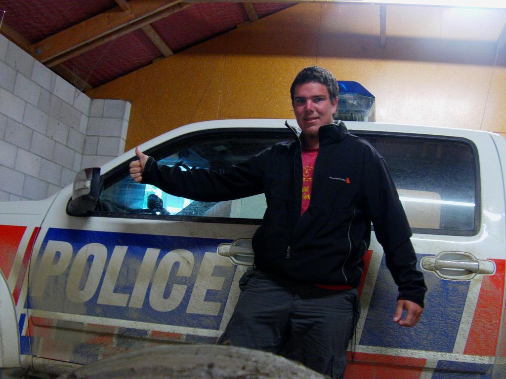 Pris en stop et invité à dormir par un policier