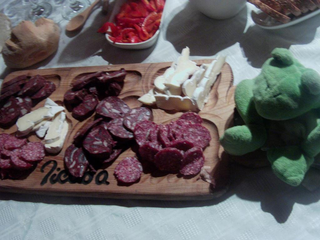 Saucisson et camembert
