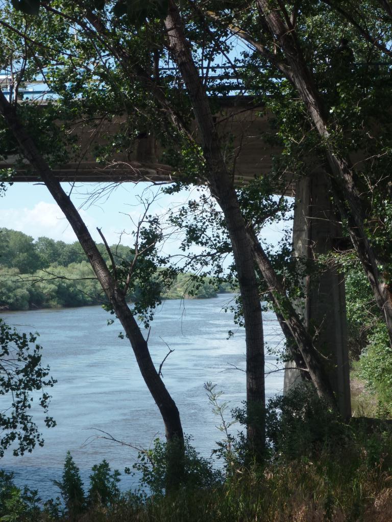 Le fleuve fait la frontière...