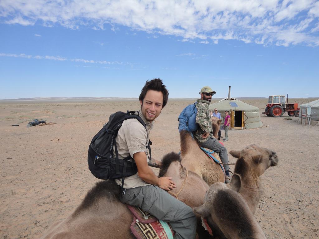 Balade en chameau dans le desert