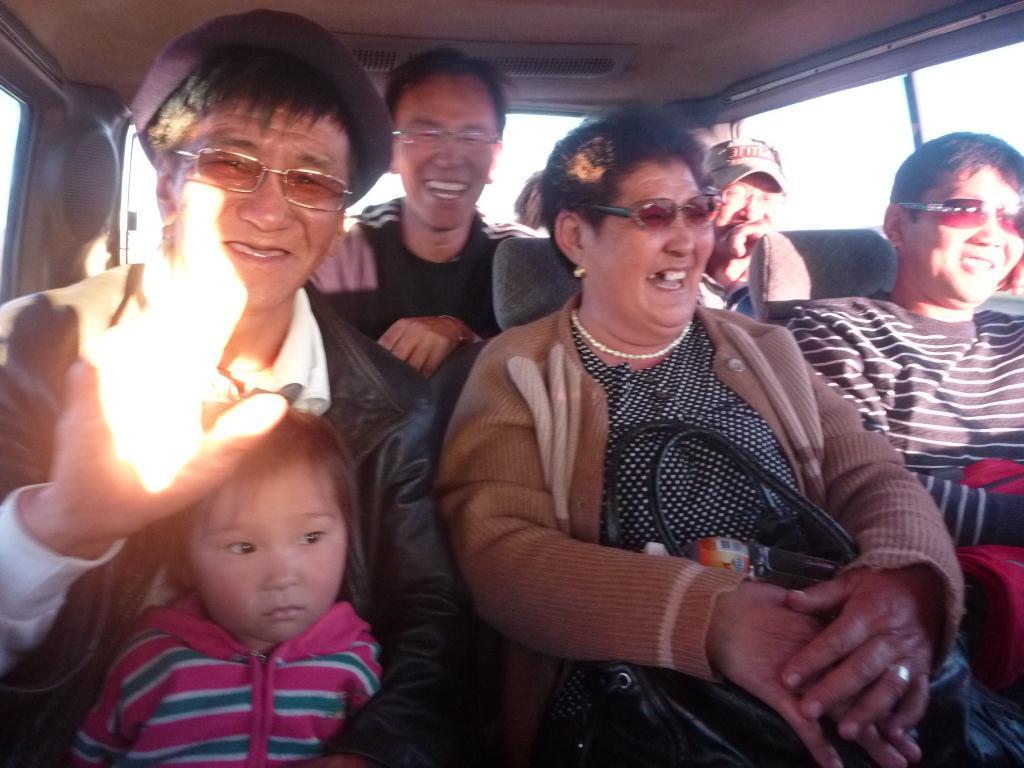 Bonne ambiance dans le bus, ca chante et ca rigole !