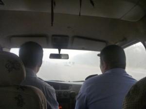Dans la camionette avec les policiers chinois