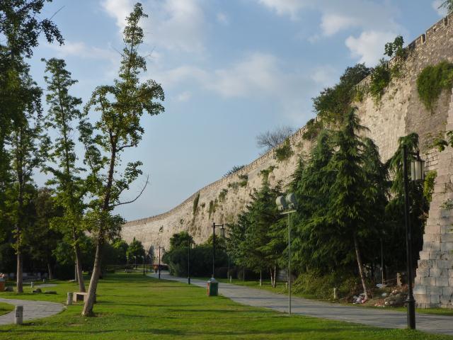 La muraille de Nanjing. C'est le plus long mur du monde entourant une ville (33km).