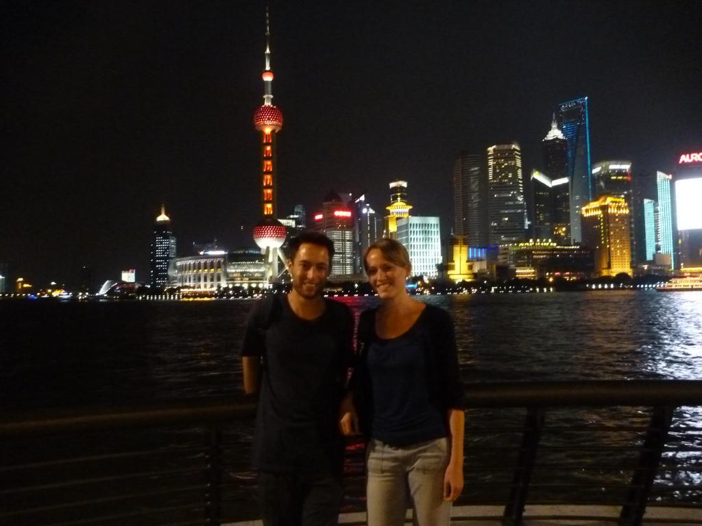 Julien et Lucie sur le Bund à Shanghai !