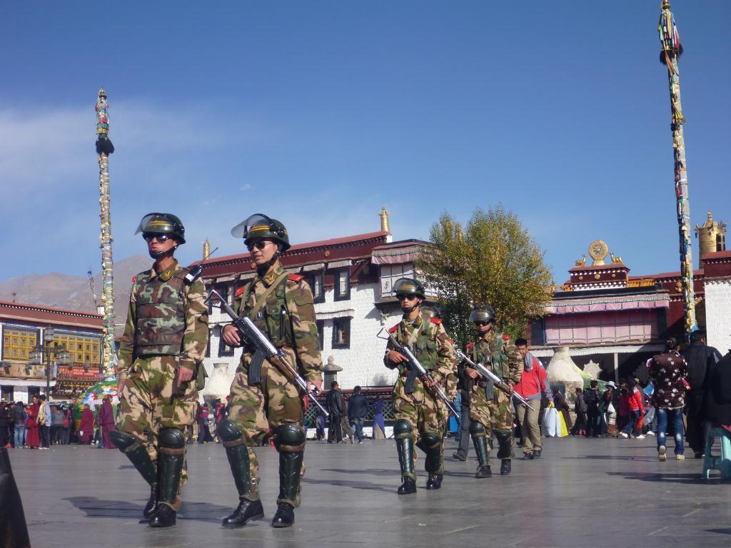 Militaires au Tibet
