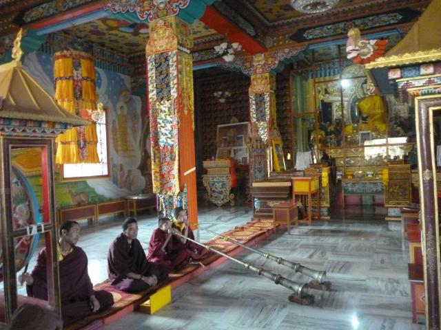 Dans un temple tibetain