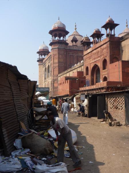 Une mosquée dans le centre-ville (Nous ne sommes pas trés loin du Pakistan, pays musulman)