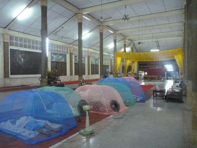 On dort chez les moines