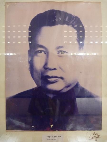Pol Pot, le terrible dictateur, leader des Khmers rouges, qui es responsable de la mort d'1,5 millions de Cambodgiens