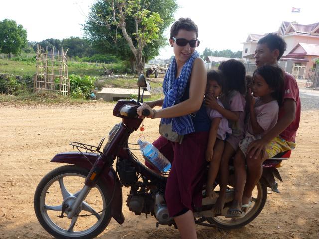 5 sur une moto ! Rien d'anormal au Cambodge