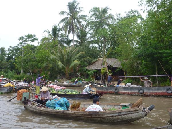 P1100627 vietnam cantho marché flotant