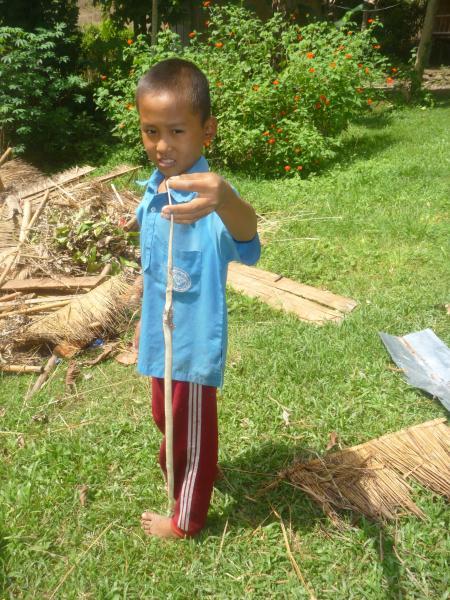 P1110171 thailande enfant serpent