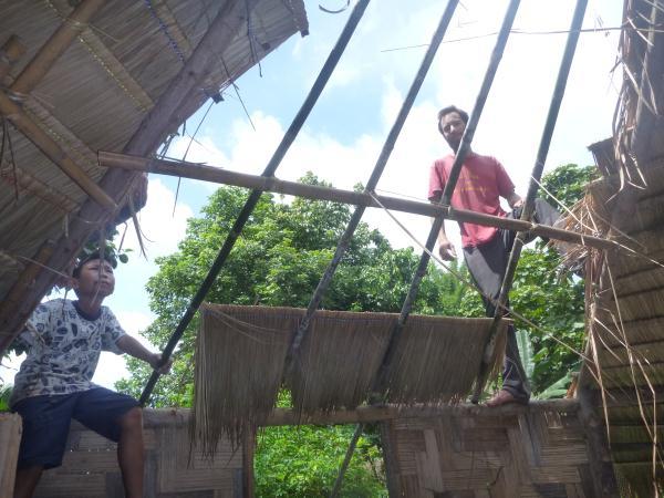 P1110173 construction toit bambou bois