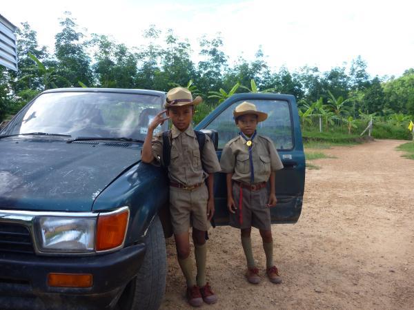 P1110187 - thailande enfants costume militaire écolier