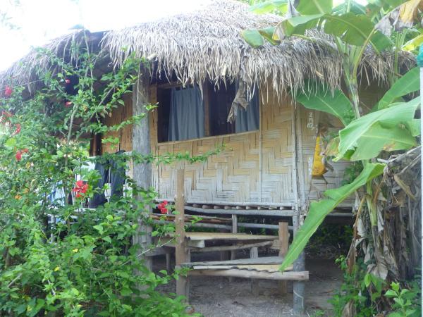 P1110195 cabane bois bambou jungle thailande