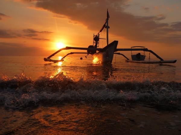 P1110929 bali lovina beach sunset coucher de soleil