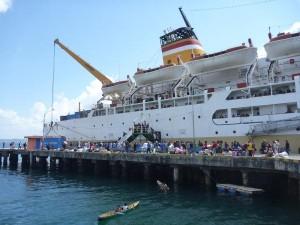 P1120365 - KM. Dobonsoslo - ferry - PELNI - Indonésie