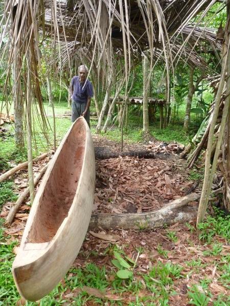 Le père de Stella construit des canoë à 80 ans !
