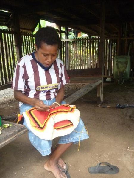Les habitants nous offriront des Sacs de Papouasie Nouvelle Guinée, un cadeau inestimable.