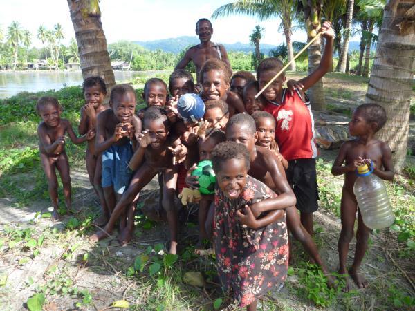 les enfants en Papouasie Nouvelle Guinée