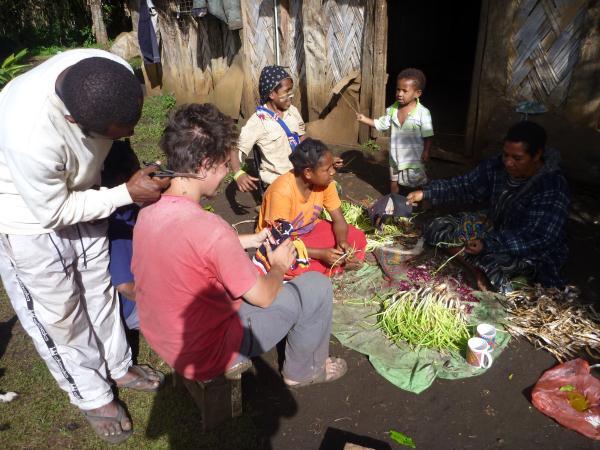 Se faire couper les cheveux en Papouasie : une expérience unique