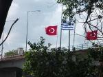 p1020959 - Arrivée à la frontière turque où on aura un peu de mal traverser à cause d'un immense fleuve qui nous barre la route !