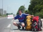 p1030285 - Auto-stop aux couleurs de la Roumanie, en route vers Bucharest. Un bon auto-stoppeur doit savoir s'adapter et innover !
