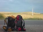 p1030552 - Quand le stop ne fonctionne pas, on s'occupe comme on peut, on regarde le soleil se coucher en prenant des photos, mais toujours avec le pouce en l'air ! La persévérance finira par payer : on dormira 200 km plus loin dans un bon lit.