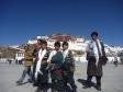 p1070736 - Novembre 2010 Nous voilà devant le Potala Palace au Tibet