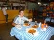 adrien_comiendo_chivo