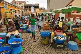 Le marché de Praia et la vente de poisson