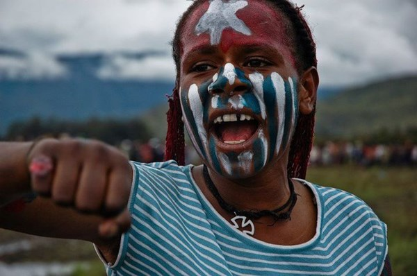 papuan_girl_independence_rally [600x450 (tdm_blog)]