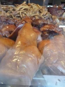 Groin de cochon et pattes de poulet